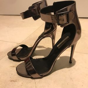 STEVE MADDEN MARLENEE IN METALLIC CHARCOAL GRAY